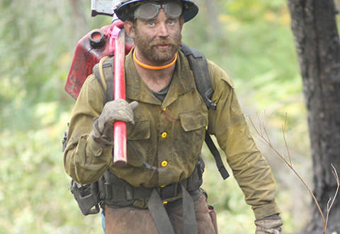 Deshka Landing Fire personnel hiking the fireline. Photo credit: Mike McMillan Alaska DNR