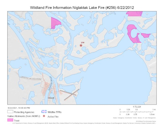 The Niglaktak Lake Fire (#256) is burning on a peninsula surrounded by water within 2 miles of Selawik.