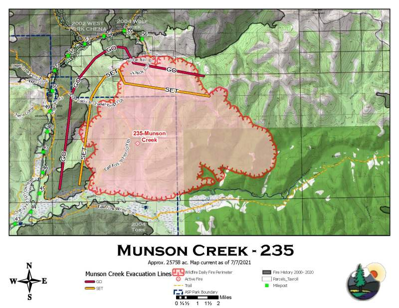 A perimeter map of the 25,758-acre Munson Creek Fire with evacuation lines.